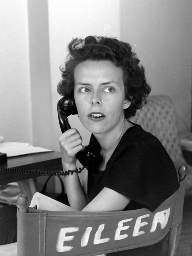eileen-ford-model-agengy-and-telephone-1948-photo-nina-leen
