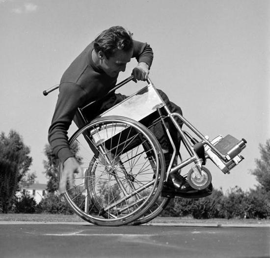 marlon_brando_in_a_wheelchair_1949
