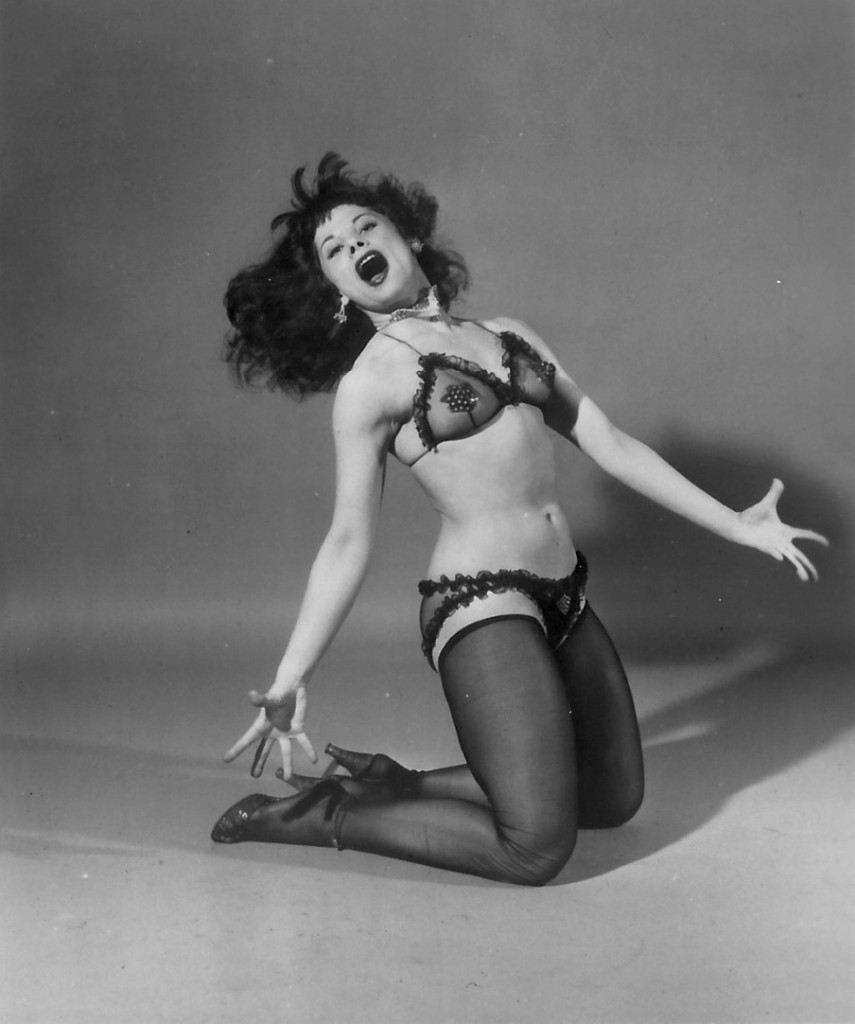 patti-waggin-burlesque-stripper-photo