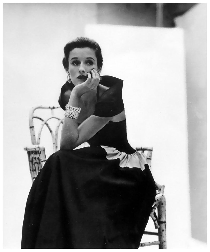 john-rawlings-portrait-of-barbara-babe-cushing-mortimer-paley-vogue-february-1946
