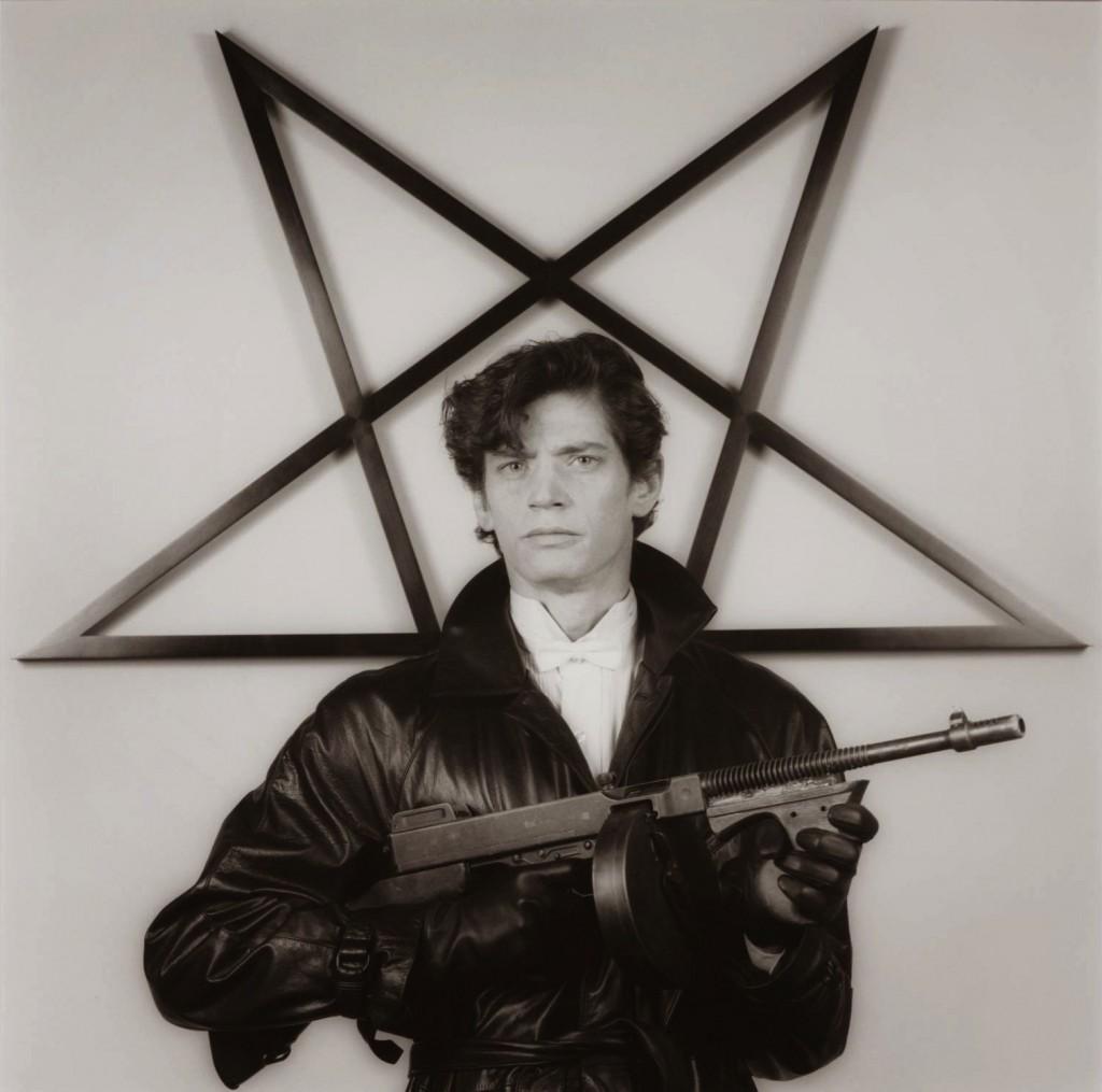 Mapplethorpe_Self-Portrait-1983