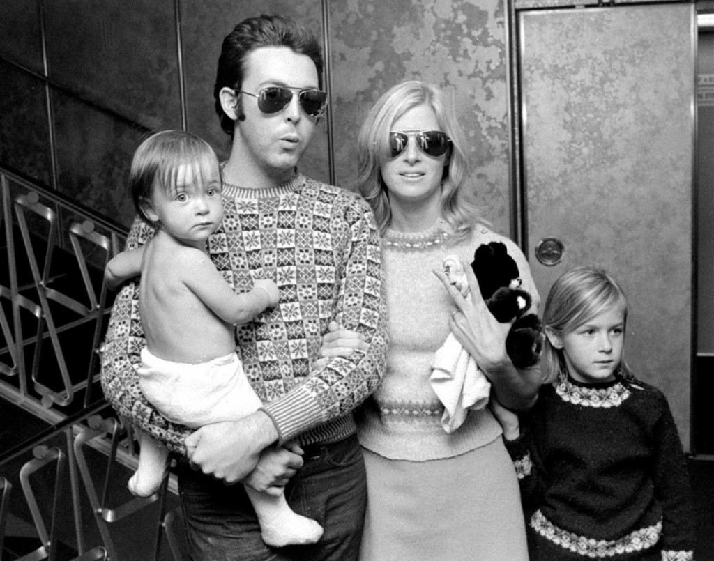 paul-mccartney-linda-eastman-daughters-alice-heather-1976